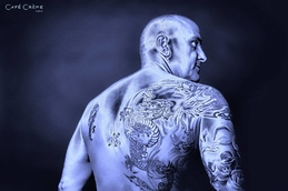 retouche photo professionnelle homme tatoué